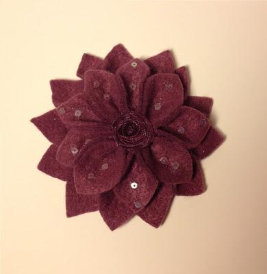 Pembe Camekan: Yıldız Çiçeği Yaka İğnesi (keçe broş)