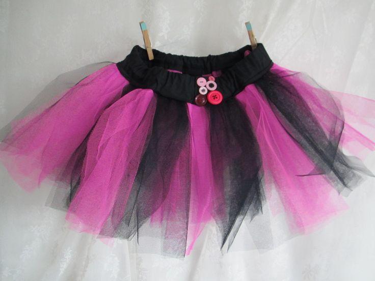 Black and pink tutu with decorative buttons / Zwart en roze tutu met knopen als decoratie // VAN BRITT