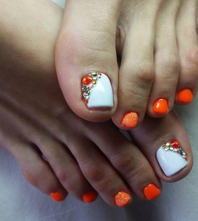 White-Orange Rhinestone TOE NailArt