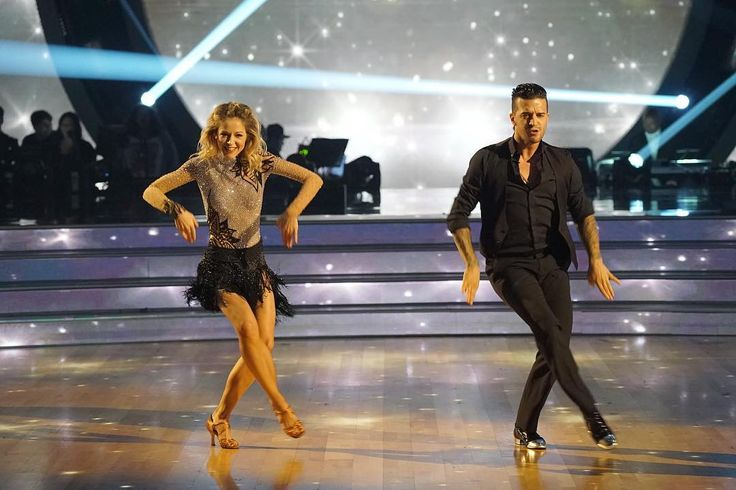 'Dancing with the Stars' premiere recap: Lindsey Stirling and Jordan Fisher tie atop judging leaderboard Dancing with the Stars' 25th season got off to an excellentstart for Jordan Fisher and Lindsey Stirling who landed at the top of the judges' leaderboard during Monday night's premiere broadcast on ABC. #DWTS #DancingWiththeStars