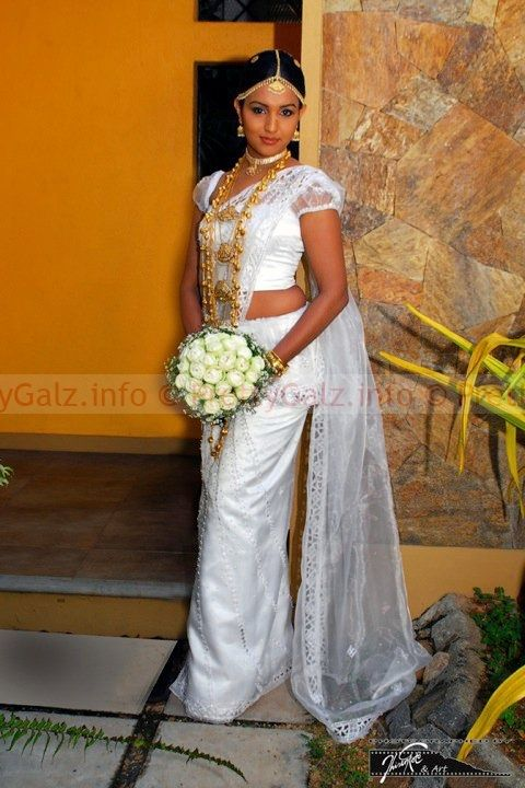 Sri lankan traditional wedding dress dress online uk for Sri lankan wedding dress