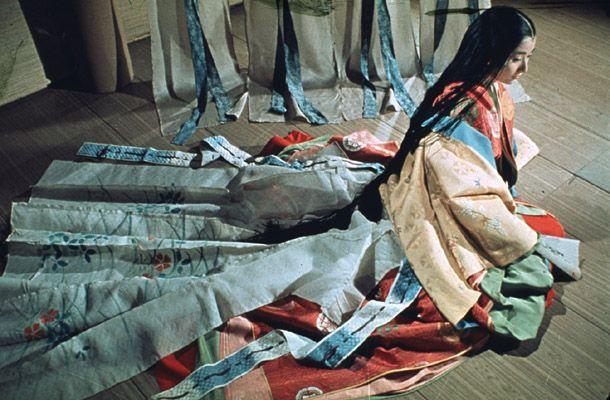 Jūnihitoe - 12-layer kimono worn by court-ladies during the Heian Period. Beautiful.