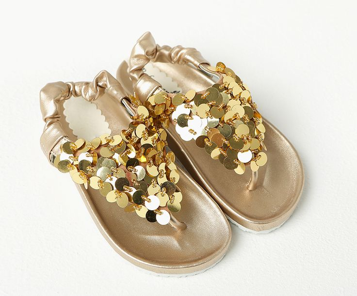 Korea children's No.1 Shopping Mall. EASY & LOVELY STYLE [COOKIE HOUSE] Fly Spangle Sandals / Size : S, M, L / Price : 40.070 USD Spangle decorated gorgeously brilliant!  Soft grip of a child with moderate burns  God can easily take advantage of Cody's good sandals  (Silver/130-215)  #shoes #sandals #kidshoes #spangle #koreakids #kids #kidsfashion #adorable #COOKIEHOUSE #OOTD