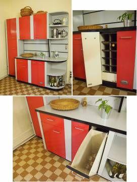 Table, chaises, chariot, meubles de cuisine en formica rouge