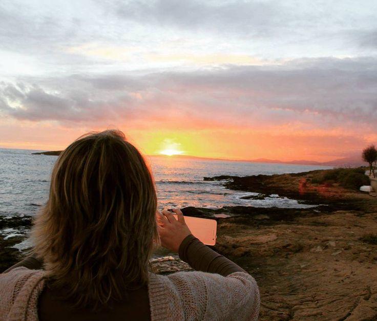 Una puesta de sol de invierno en 2014 que recuerdo especialmente porque estrenaba un smartphone nuevo muy molón. Qué ilusión de día! . . .  #sky #sun #sunset #sunshine #sol #red #nature #twilightscapes #sky #clouds #sunset_pics #sunsetsniper #ig_sunsetshots #all_sunsets #sunsetporn #orange #instasunsets #sunset_lovee #sunrays #orange #sunsetlovers #sunsethunter #Mallorca #Puestadesol #nature
