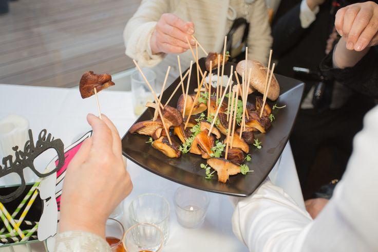フィンガーフード&立食パーティーでゲストは楽しくなる。
