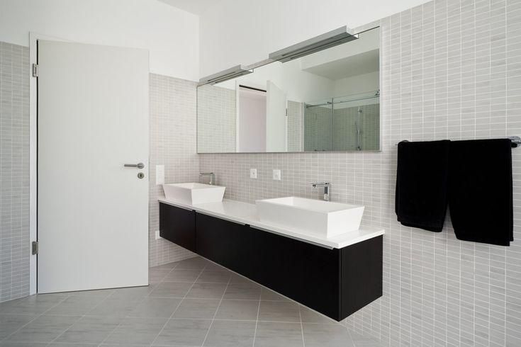 Zwart badkamermeubel met opstaande lavabo's - badkamermeubel kopen