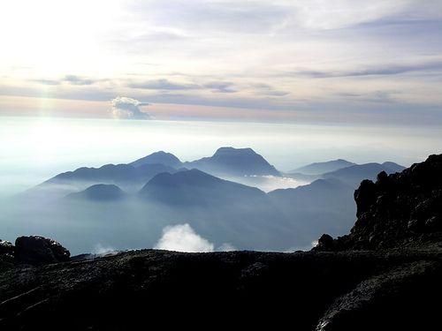 Foto Danau Gunung Tujuh terlihat dari puncak Gunung KerinciDanau Gunung TujuhDanau Gunung Tujuh terletak di Desa Pelompek, Kecamatan Ayu Aro, Kabupaten Kerinci, Jambi. Danau ini tercatat sebagai gu...
