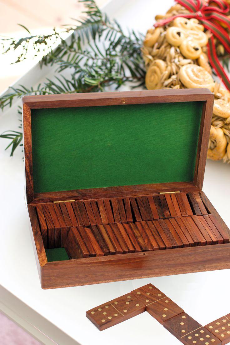 Spela rättvist i jul! Dominospel i trälåda från Indien.