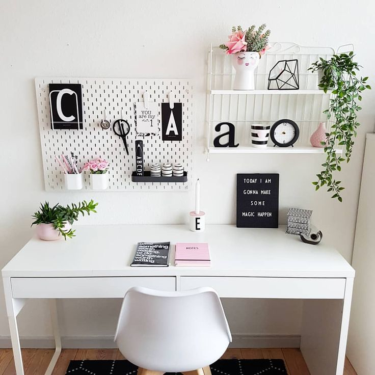 A little Desk Decor for you here this Thursday ‍♀️This day is always so great because you know it's Friday tomorrow Hope you all…