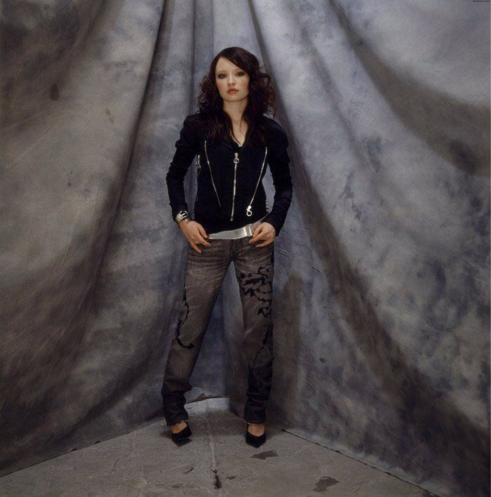 Эмили Браунинг (Emily Browning) в фотосессии для журнала OK! (2006)
