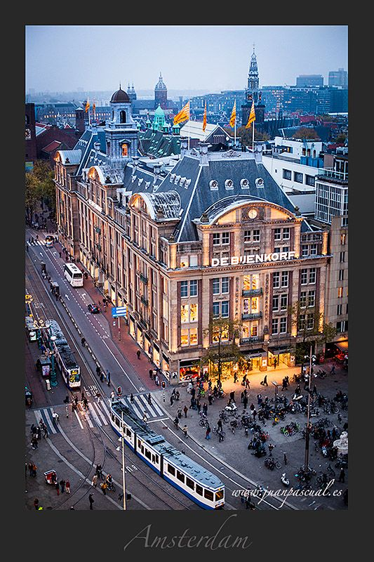 De Bijenkorf, near Royal Palace. Dam square, Amsterdam. Luxury. Centro comercial de tiendas de lujo en el centro de Amsterdam, junto al Palacio Real. Plaza Dam. www.juanpascual.es