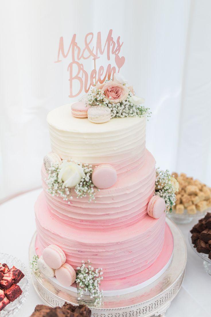 3-stufige Hochzeitstorte aus Creme und Pink Ombre, verziert mit …   – Naked