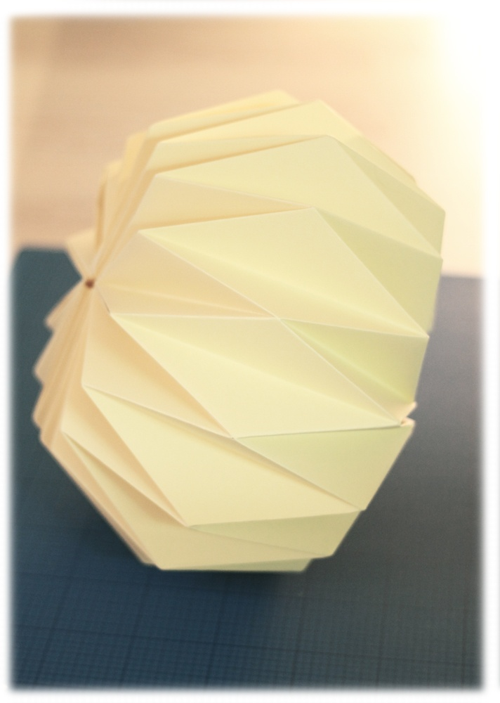 D.i.Y tutorial origami lampshade #origami #lamp #lampshade #paper #papier #lampenkap