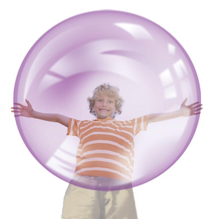 OUTRA Wubble bubble -pallo,12,99 €. Pehmeä ja kevyt kuplapallo. Näyttää kuplalta ja liikkuu kuin kupla, mutta ei poksahda. Halkaisija täytettynä 1 m. BR-Lelut, 3. krs.