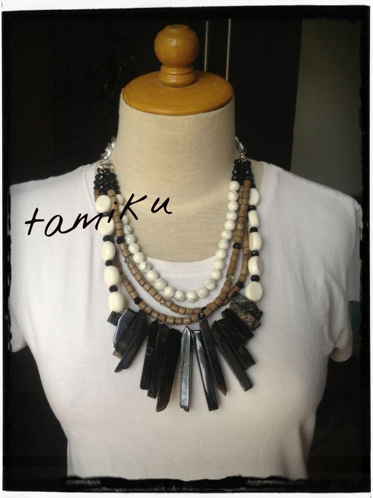Tamiku Black & white necklace