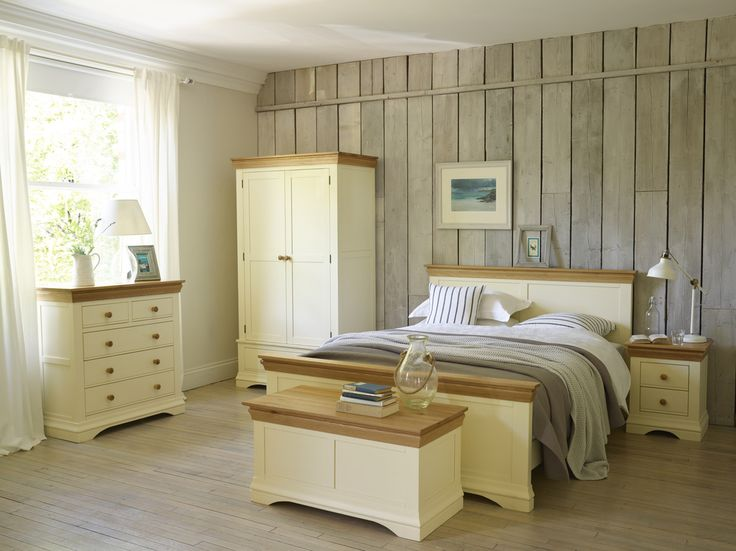 country cottage for simple pretty bedroom styles painted cream solid oak for - Cream Bedroom Ideas