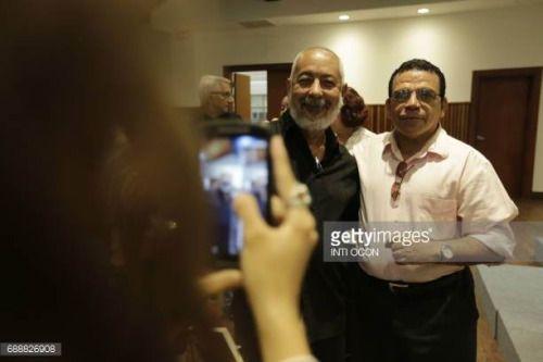 05-27 Cuban writer Leonardo Padura (L) takes a picture with... #lilerousse: 05-27 Cuban writer Leonardo Padura (L) takes a… #lilerousse
