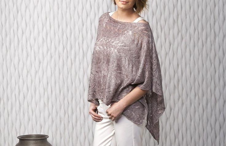 Mit diesem Easy Ajour-Poncho bringst Du dank des besonderen Garns den entscheidenden Hauch von Glanz und Glamour in Deinen Kleiderschrank.
