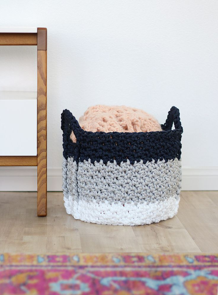 love this basket - large crochet baskets with handles - free crochet pattern
