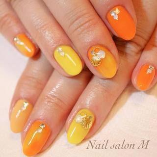 メロン色もテラコッタも 旬のオレンジ色を使ったネイルデザイン