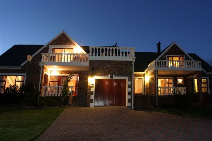 Villa Chante - Situated in the Dana Bay Conservancy, 9 km from Mossel Bay, this luxury family orientated self-catering accommodation offers warm hospitality and tranquil surroundings.  Villa Chanté is built on the verge ... #weekendgetaways #danabay #southafrica