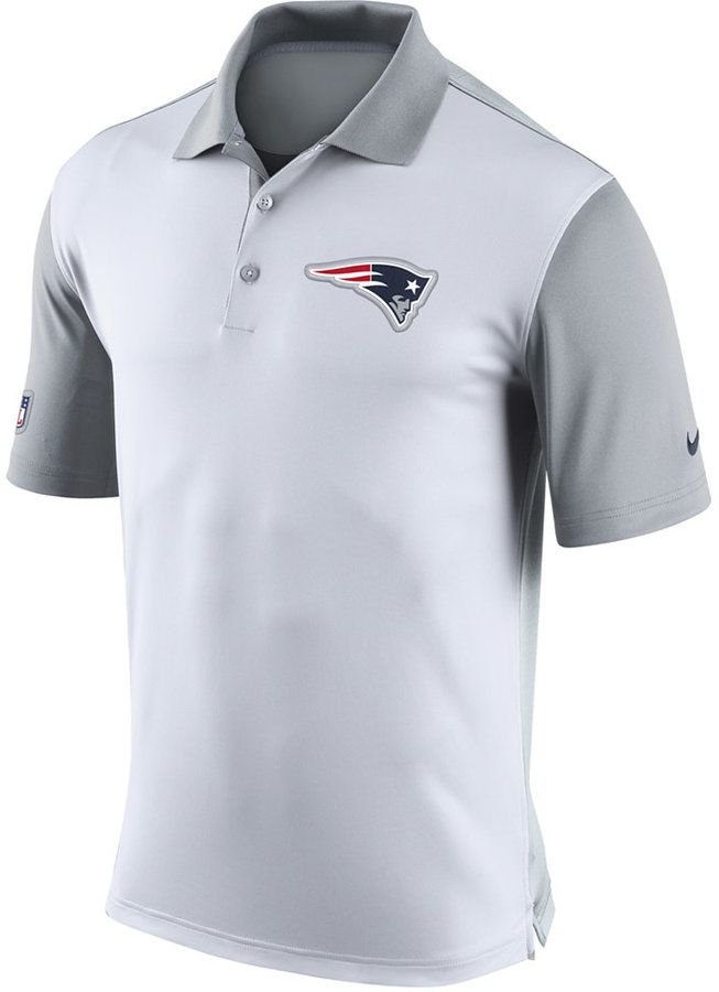 Show off your New England Patriots pride with this Nike NFL Preseason polo. This polo features an embroidered logo at the front and incorporates your favorite team's colors for added style. Polo collar Pullover style