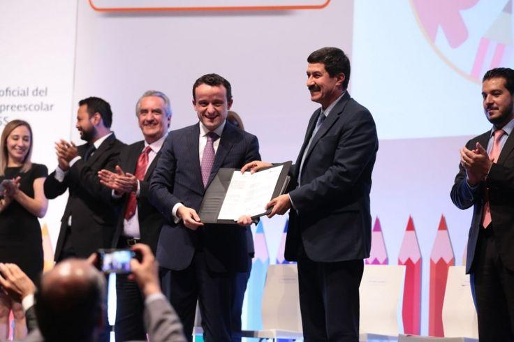 <p>Ciudad de México.-En el marco de la Estrategia Nacional de Inclusión, el gobernador del Estado de Chihuahua, Javier Corral Jurado y