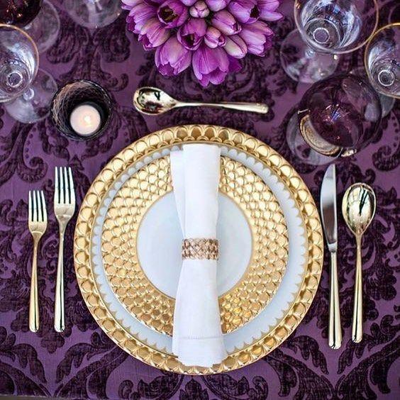 Hoy en el blog, ideas bonitas para tu boda en color ultraviolet, el color pantone de este año. #ultraviolet #pantone #bodas #bodas2018 #decoracionbodas #decoracion #decoraciondebodas #mesasboda #detallesboda #decoracioneventos #wedding #blogdebodas #bodasoriginales #bodasbonitas #bodasunicas #ideasparabodas