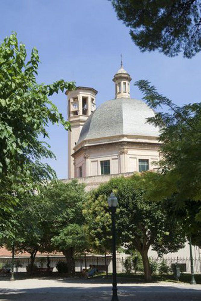 La Iglesia de San Mauro y San Francisco sustituyó a la primitiva iglesia, de estilo barroco, que fue derribada durante la contienda civil armada de 1936-1939. #Alcoy #Alcoi #Iglesias