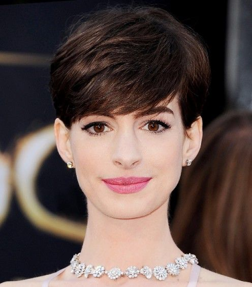 Anne Hathaway Wearing Chanel's Seduisante At The Oscars