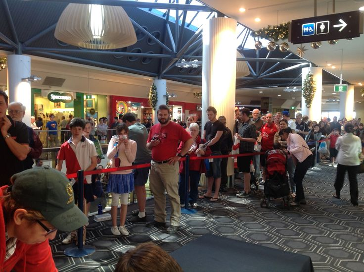 The queue to meet Ricky and get a book signed was MASSIVE in Belconnon!