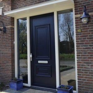 Voordeur met zijlichten en fraai blauw deurpaneel. 300x300 Voordeur kopen