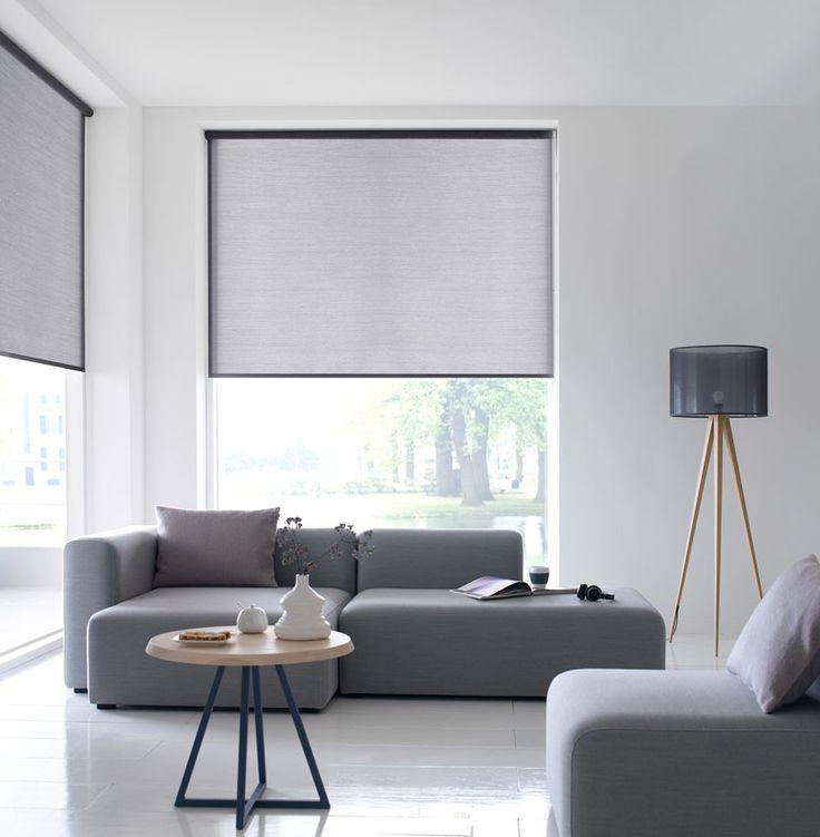 grijze semi transparante #rolgordijnen in de moderne woonkamer