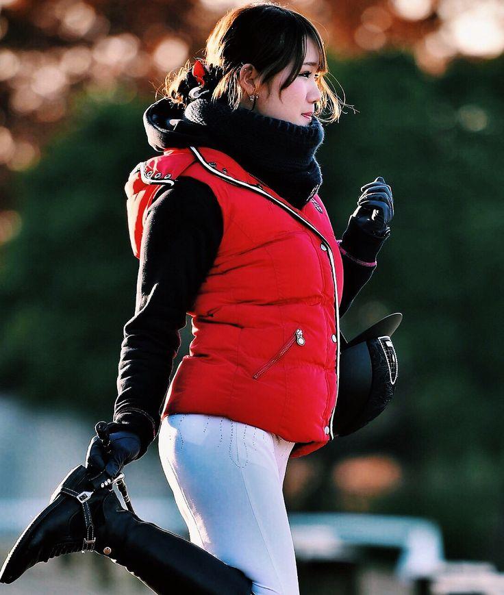 photos / @taizo_mori 試合の合間に撮影いつもありがとうございます次はも #loopscarf #gilet #fleece #spooks #ridingbreeches #animo #ridingboots #tuccijapan #helmet #kep #equestrian #equestrianfashion #equestrianlife #riding #showjamping #ootd #乗馬ファッション #馬術