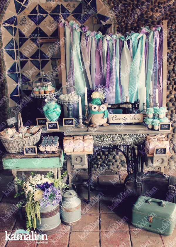 www.kamalion.com.mx - Mesa de Dulces / Candy Bar / Postres / Baby Shower / Menta & Morado / Mint & Purple / Rustic Decor / Dulces / Vintage / Madera / Lecheros / Maletas / Búhos / Owls / Sewing machine / Máquina de coser.