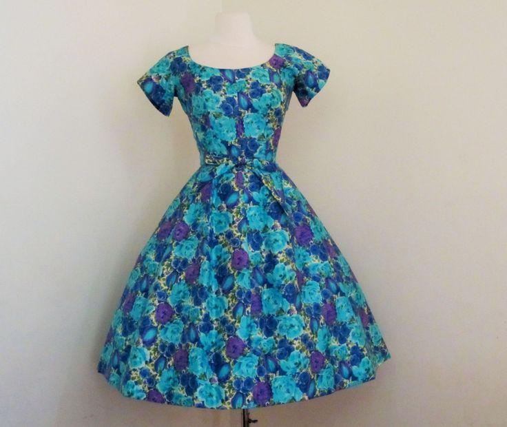Dior geïnspireerd nieuwe blik aquarel droom...   Deze jurk is nu een echte traktatie! Constructie details van een vervlogen tijdperk gewoon