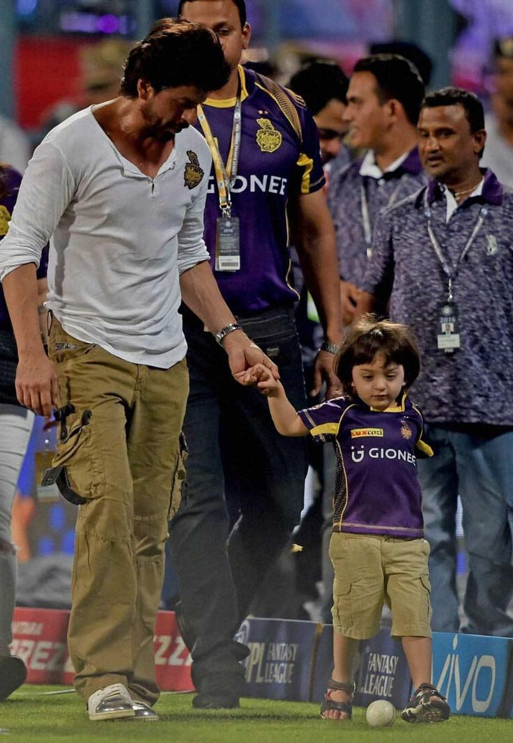 AbRam & Shahrukh Khan in ground during Kings XI Punjab Vs Kolkata Knight Riders match to support Kolkata!! #IPL #IPL2016 #IPLT20 #VIVOIPL