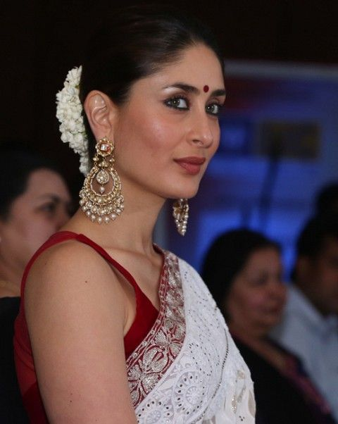 Kareena-Kapoor-at-the-NDTV-Indian-of-the-Year-Award-2012