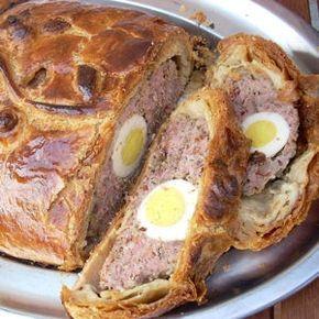 Le pâté de Pâques aux œufs Ingrédients (pour 4 personnes): . – 300g de pâte feuilletée – 100g de chair à saucisse – 100g de noix de veau hachée – 1 oignon – 1 petit bo…