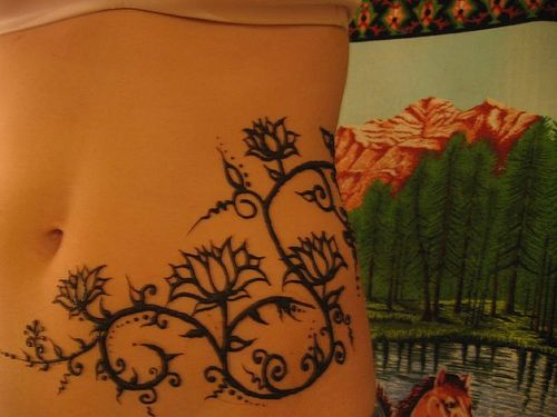 henna: Belly Henna Tattoo, Tattoo Ideas, Henna Stomach Tattoo, 3 3 Tattoo, Side Tattoo, Henna Tattoo Inspiration, Body Art, Henna Tattoo Stomach, Flowers Design