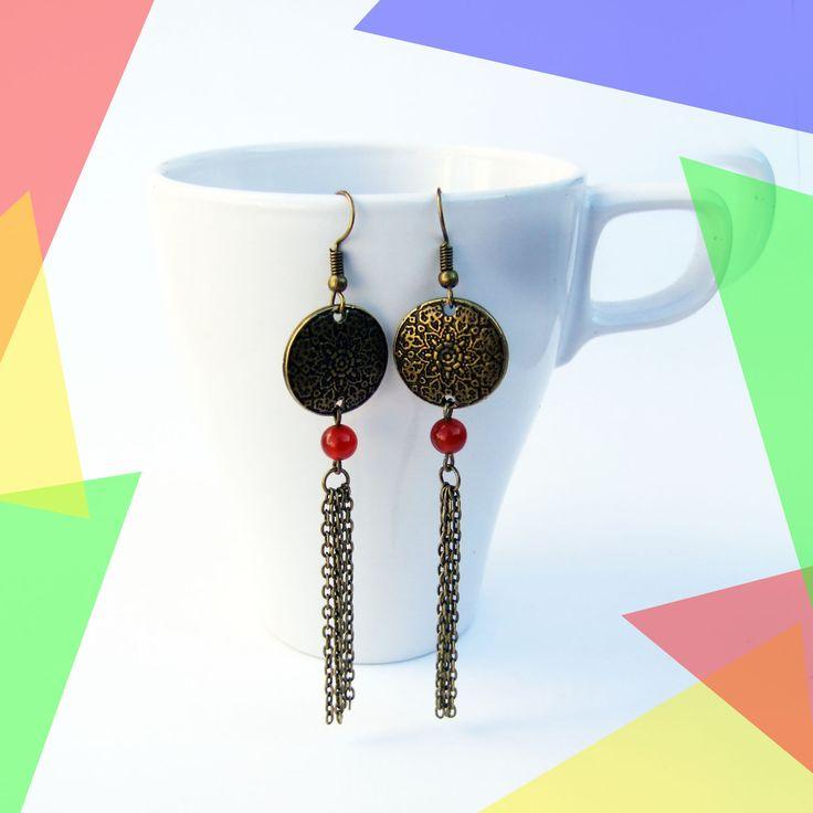 Boucles d'oreilles pendantes perle rouge, sequin bronze, chaîne bronze : Boucles d'oreille par melelo-bijoux