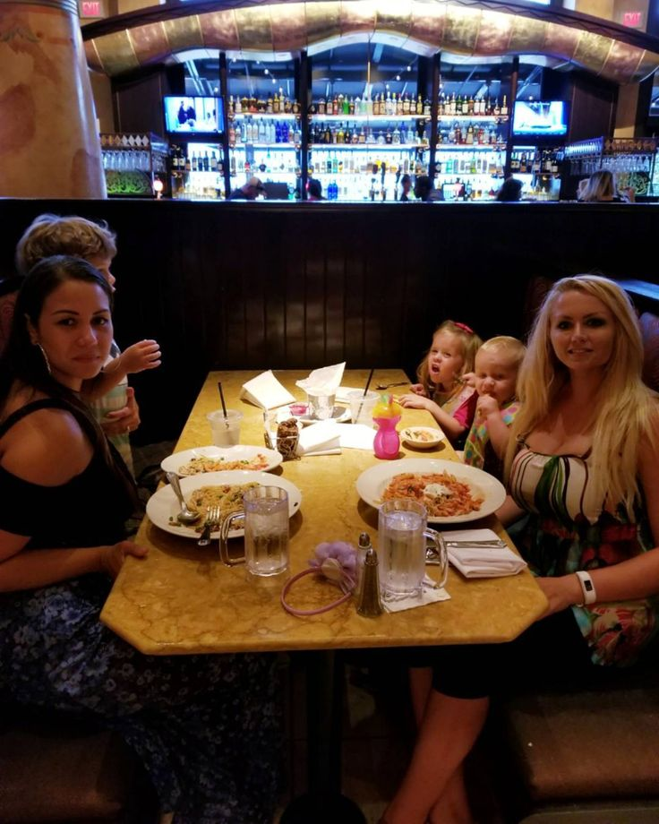 Amazing time with @ritaezoe and our babies at the Cheesecake Factory  #babies #toddlers #moms #friends #momfriends #girls #women #mamans #mama #kids #momslife #family #cheesecakefactory #restaurant #food #shopsatwillowbend #theshopsatwillowbend #fun #playdate #plano #planotx #planotexas #texas #eating #yummy #kidslife #enfants #amis #usa #americanlife