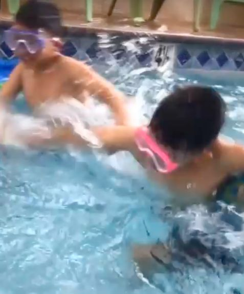 Indoor Swimming Pool, Fun Family Day, Kids YouTube Channel, Beat Shakira feat. Maluma Chantaje 2017
