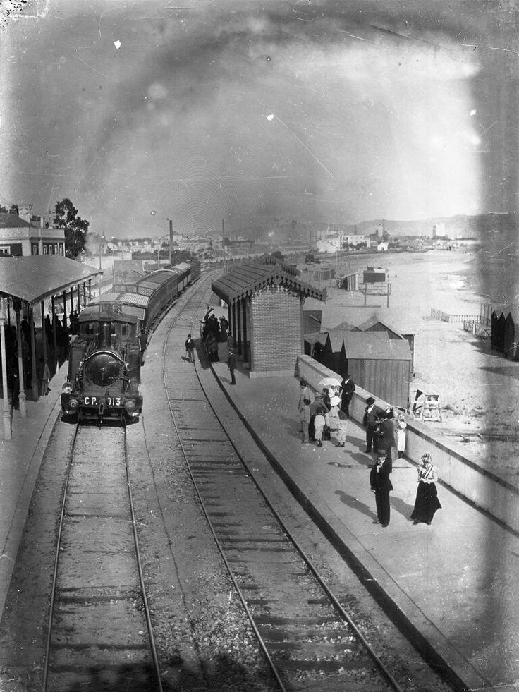 Estação ferroviária de Algés ( post.1890) Fotografia de Alexandre Cunha, in AML