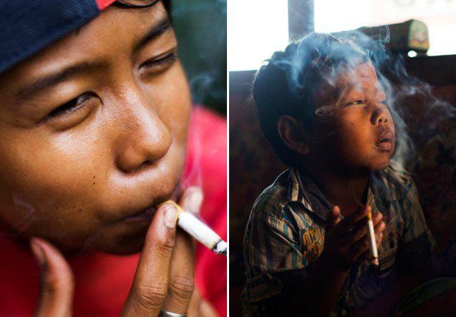 Illham Muhamad tem 8 anos. Todos os dias, sua avó precisa lhe dar dinheiro para que ele vá até uma lojinha perto de casa. Se ela nega, ele esperneia, faz um escândalo. Mas não é chocolate, bala ou figurinha que o garoto compra. É cigarro, de verdade. Fumante desde os 5 anos, ele faz parte da fatia de clientes da indústria do cigarroque mais cresce na Indonésia: as crianças, que chegam a fumar dois maços diários. Nos últimos 20 anos, o número de crianças indonésias entre 10 e 14 anos que…