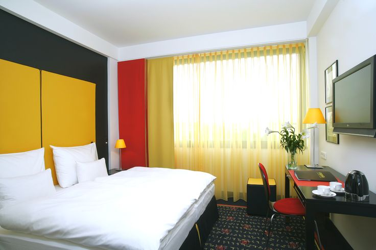 Welcome to the angelo by Vienna House Munich Leuchtenbergring! Lay back and relax after a long business day... #businesshotel #hotellife #munich #yellow #red #colourful #boldcolours