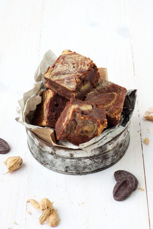 Pour le 101eme article du blog (bah oui je le précise, c'est une petite étape tout de même), je vous propose un brownie. Mais pas un brownie quelconque, là c'est carrément THE BROWNIE ! Bien chocol...
