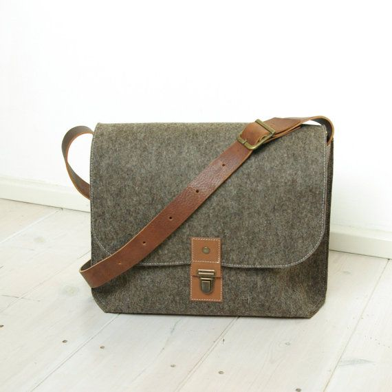 FELT MESSENGER BAG laptop A4 briefcase macbook bag - sandbrown wool  leather details vintage style man bag