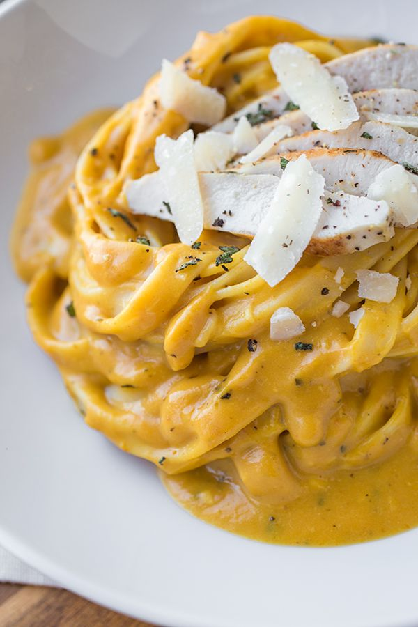 Pumpkin and Roasted Garlic Cream Sauce Fettuccine with Grilled Sage-Rubbed Chicken   thecozyapron.com